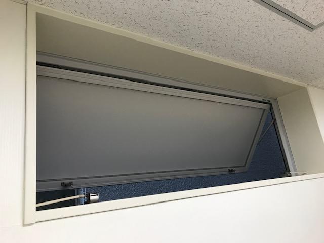 窓が開いている